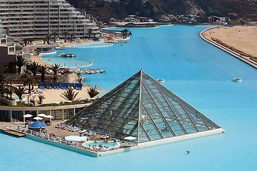 Cамый большой плавательный бассейн в мире. Фото с secretchina.com