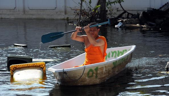 В Бангкоке вода поднялась из канализации. Фото: Getty Images