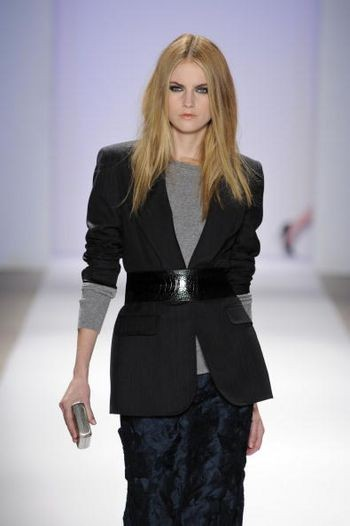 Колекція жіночого одягу осінь 2008 від дизайнера Карлоса Милі (Carlos Miele), представлена 6 лютого на тижні моди від Mercedes-Benz в Нью-Йорку. Фото: Fernanda Calfat/Getty Images