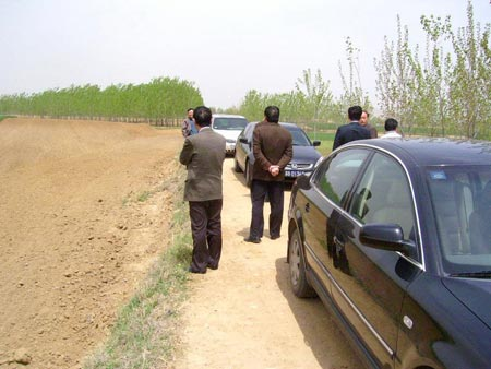 «Поедем на следующую точку продолжать сниматься…». Фото: kanzhongguo.com