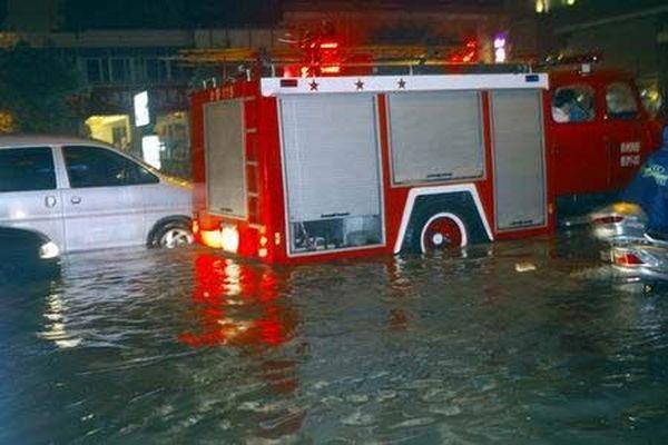 13 липня. Місто Чженчжоу після сильної зливи. Фото з aboluowang.com