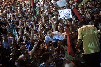 Тисячі жителів вийшли на вулиці Тріполі, щоб вітати повстанців. Фото: Gianluigi Guercia / Getty Images