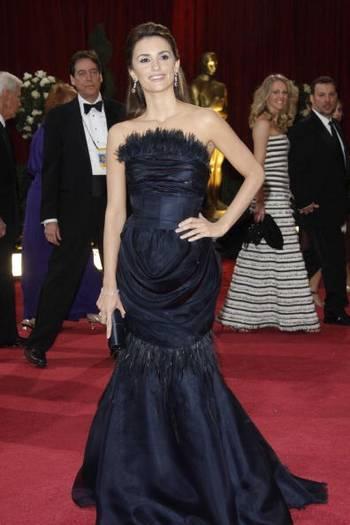 Испанская актриса Пенелопа Круз (Penelope Cruz) посетила церемонию вручения Премии 'Оскар' в Голливуде Фото: Valerie Macon/AFP/Getty Images