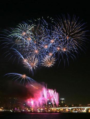 Фестиваль фейерверка прошёл в Сеуле. Фото: Chung Sung-Jun/Getty Images