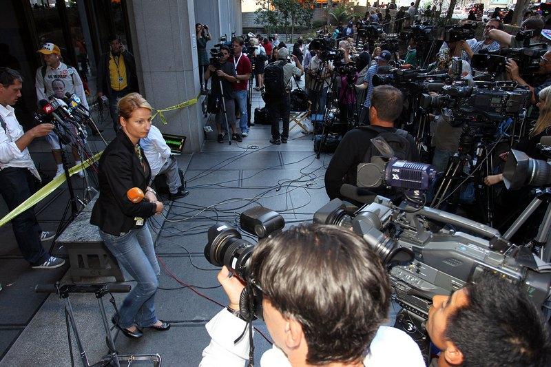 СМИ в здании Верховного суда Лос-Анджелеса 27 сентября 2011. Фото: Frederick M. Brown/Getty Images