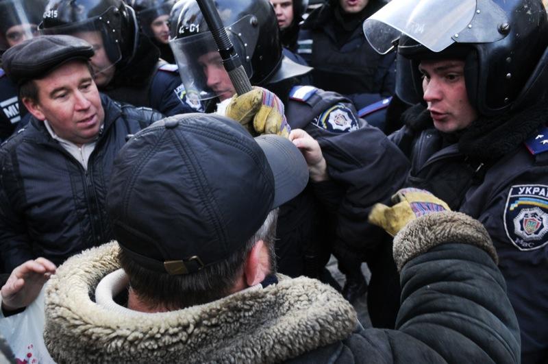 Чернобыльцы из разных городов вновь собрались у стен правительства. Фото: Владимир Бородин/The Epoch Times Украина