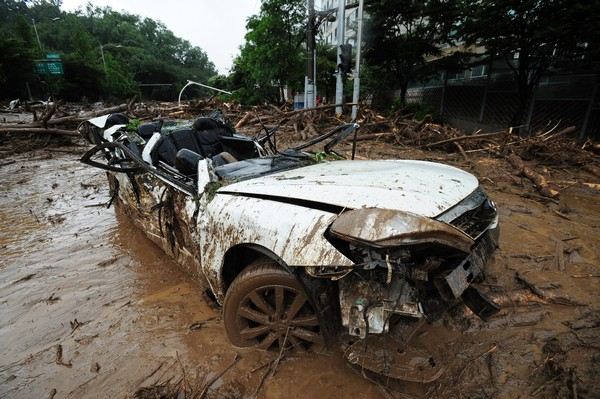 Сеул, Південна Корея, 27 липня: У Південній Кореї лютують «дощі століття». Фото: Chung Sung-Jun/Getty Images