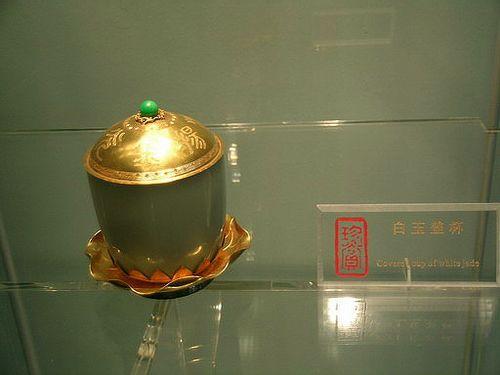 Золотая чаша с крышкой. Фото с secretchina.com