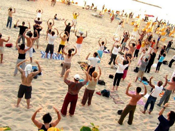 Выполнение упражнений Фалуньгун. Израиль. Фото: ru-enlightenment.org