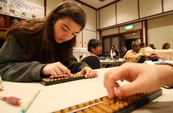 Японские и американские школы используют счеты для конкурса. Фото: Getty Imges