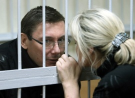Юрий Луценко в СИЗО и его жена Ирина.