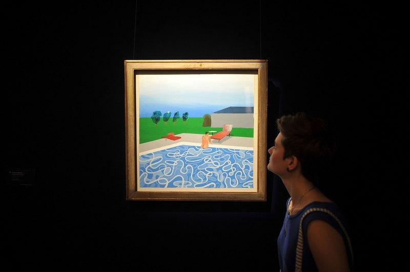 Лондон, Англия, 14 июня. Аукционный дом «Сотбис» выставил на торги произведения импрессионистов и современных художников. На фото — работа «Бассейн» Дэвида Хокни. Фото: Bethany Clarke/Getty Images