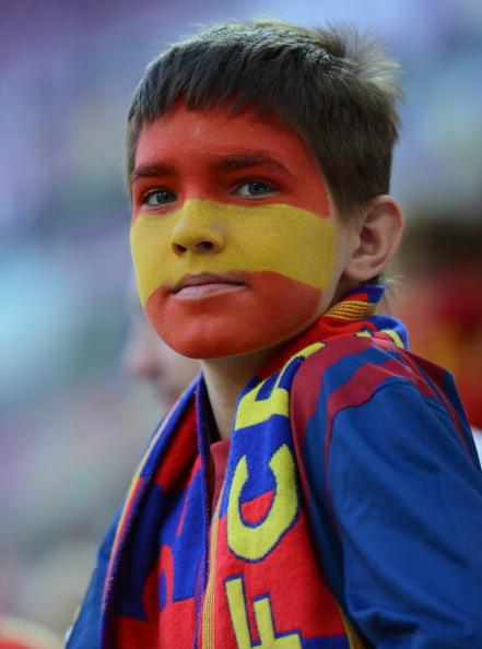 Юный испанский поклонник футбола 18 июня в Польше на матче Испании против Хорватии. Фото: DIMITAR DILKOFF/AFP/Getty Images