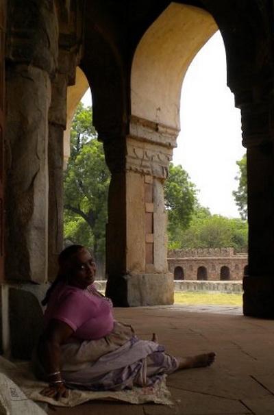 Жінка в храмі Хамаян. Фото: Наталя ОР'ЄН /Велика Епоха
