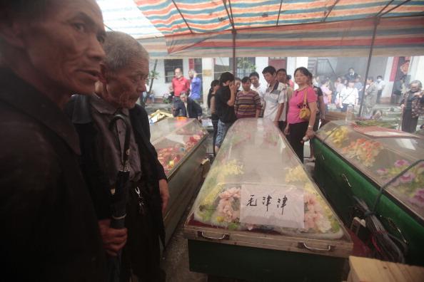 Наводнения и оползни унесли жизни людей. Провинция Хунань, Китай. Фото: STR/AFP/Getty Images