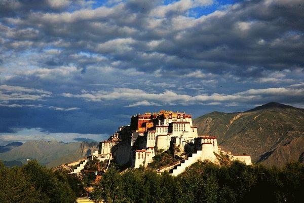Дворец Потала в Лхасе – резиденция духовного лидера тибетцев Далай-ламы. Фото с aboluowang.com