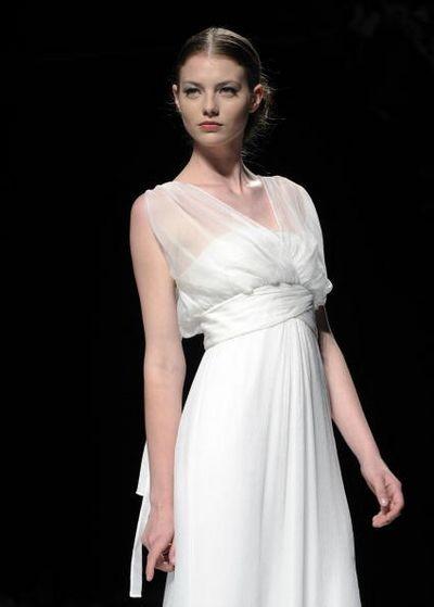Показ весільних суконь на тижні моди в Барселоні. Фото: Getty Images