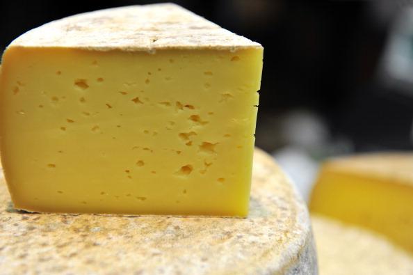 Украинский сыр изымают из магазинов России