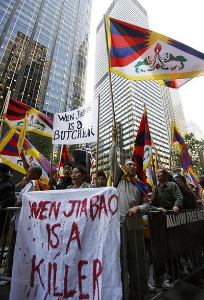 Акция протеста организации тибетской молодёжи во время визита в США китайского премьера. Фото: Даи Бин/ The Epoch Times