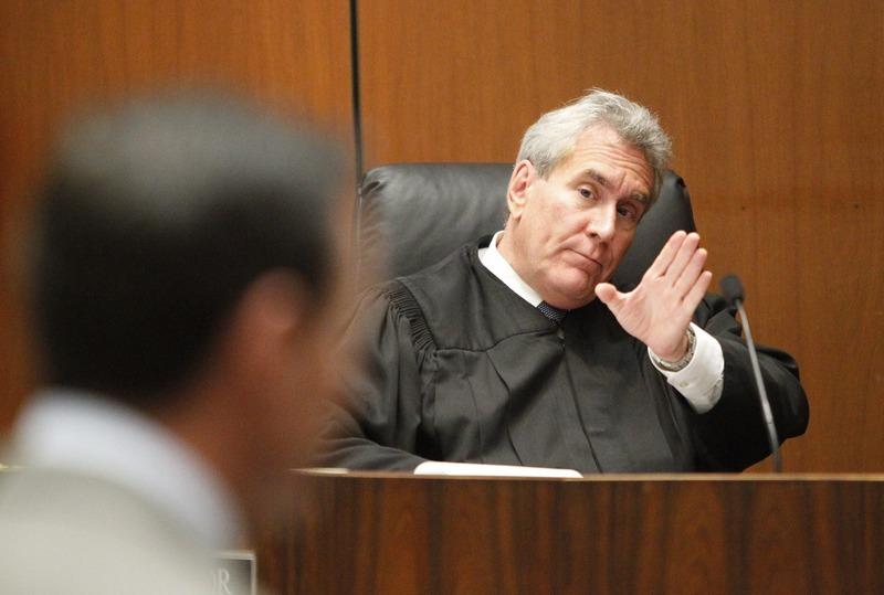 Судья Майкл Пастор в зале суда в Лос-Анджелесе 27 сентября 2011. Фото: Al Seib-Pool/Getty Images