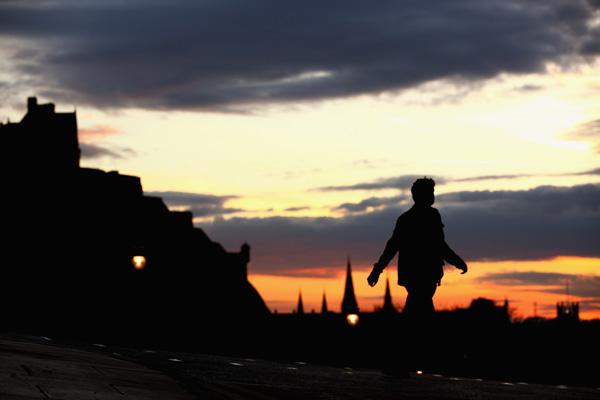 Единбург, Шотландія. Вид на Единбурзький замок. Фото: Jeff J Mitchell / Getty Images