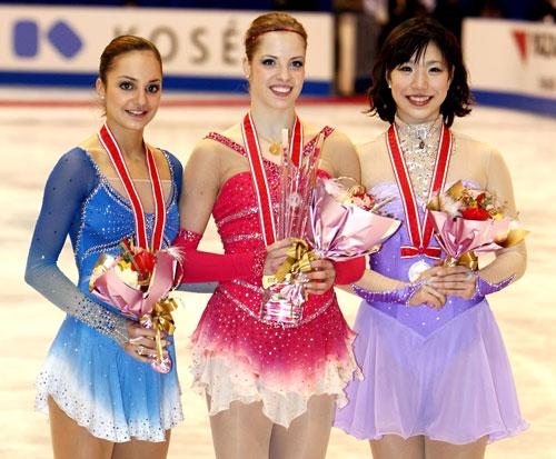 Слева направо: Сара Майер (Швейцария), Каролина Костнер (Италия), Нана Такеда (Япония). Фото: Junko Kimura/Getty Images