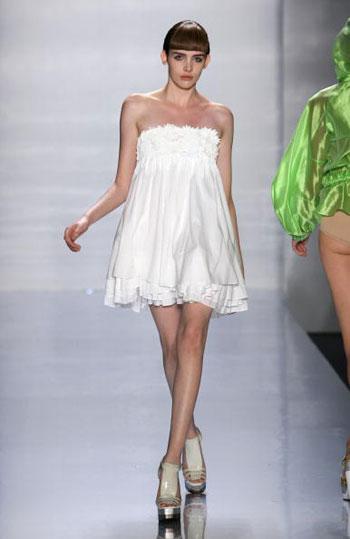 Колекція одягу від Akiko Ogawa на тижні моди Mercedes-Benz Fashion Week у Нью-Йорку. Фото: Frazer Harrison/Getty Images for IMG