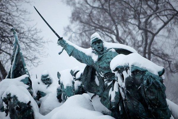 Інтенсивні снігові бурі в багатьох містах східного узбережжя США паралізували рух у минулі вихідні. Фото:AFP/Getty Images