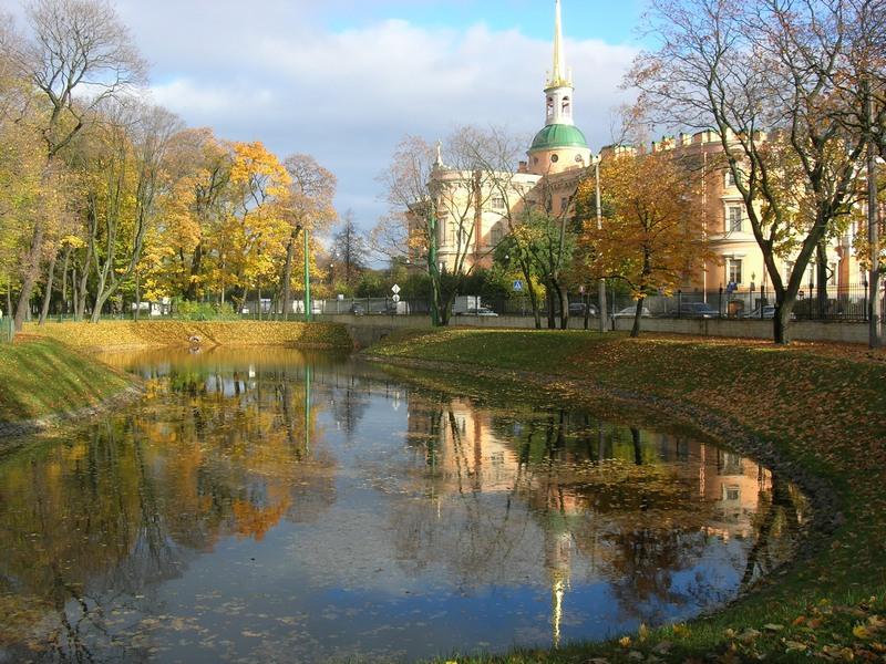 Инженерный замок и его отражение в воде. Фото: Алла Лавриненко/The Epoch Times Украина