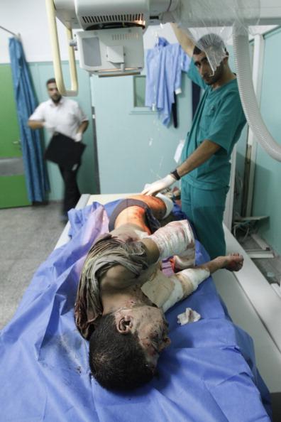 В результаті нанесення авіа-ударів шість жителів Сектору Газа загинули, 30 отримали поранення, за повідомленнями медиків. Фото: Said Khatib / Getty Images