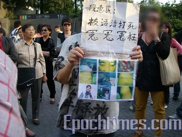 Китайські апелянти різними формами намагаються повідомити Уряду і громадськості про свої проблеми. Фото: The Epoch Times