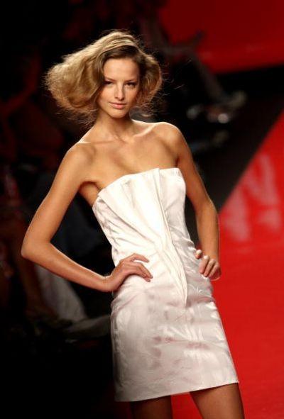 Показ коллекции сезона весна-лето 2009 дизайнера ENRICO COVERI на Миланской неделе моды. Фото: Vittorio Zunino Celotto/Getty Images