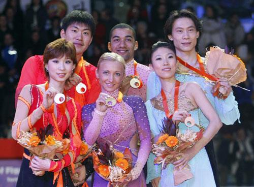 Слева направо: Дань Чжан/Хао Чжан (Китай), Алена Савченко/Робин Жолковы (Германия), Цин Пан/Цзянь Тун (Китай). Фото: DAMIEN MEYER/AFP/Getty Images
