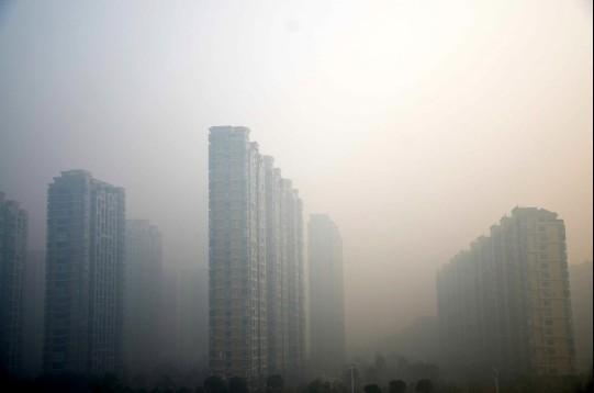Смог у місті Веньлін у південній китайській провінції Чжецзян, 7 грудня 2013 р. Фото: Netease/скріншот/Велика Епоха