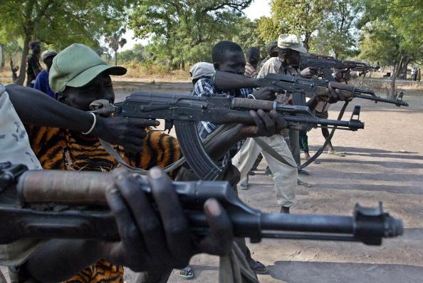 Південно-суданське плем'я мурле напало на плем'я дінка