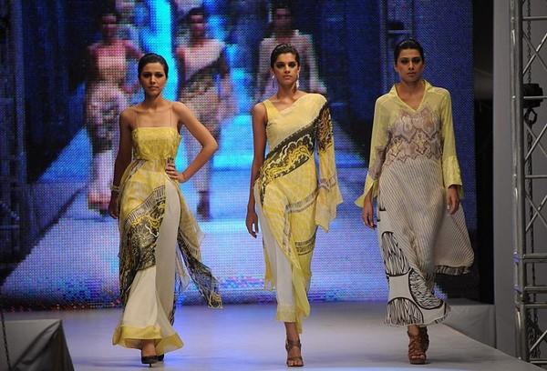 Пакистанське модне дефіле. Фото: AFP