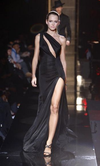 Колекція жіночого одягу осінь 2008, представлена 2 лютого на тижні моди від Mercedes-Benzв в Нью-Йорку. Фото: Frazer Harrison/Getty Images