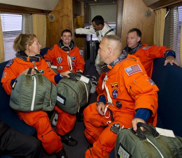Экипаж шаттла в автобусе Astrovan. Фото: Jerry Ross/NASA via Getty Images