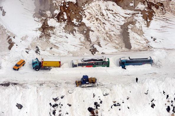 Снігова лавина накрила ціле село в Афганістані