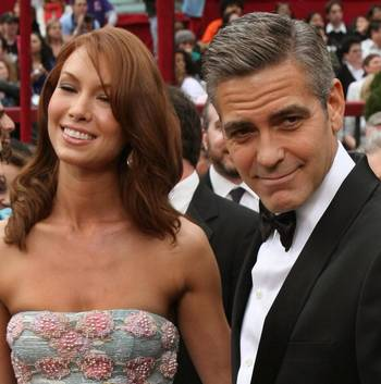 Номинант на Лучшего Актера в фильме 'Майкл Клейтон' ('Michael Clayton') Джордж Клуни (George Clooney) посетил церемонию вручения Премии 'Оскар' в Голливуде Фото: Timothy A. Clary/AFP/Getty