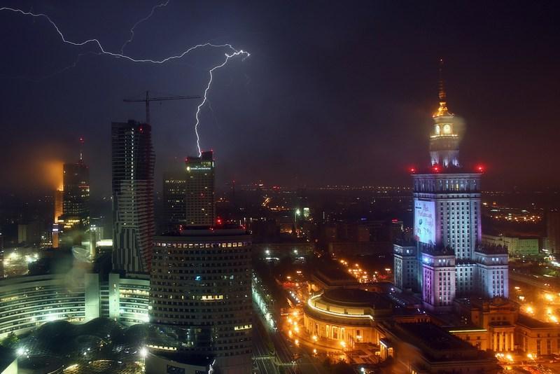 Варшава, Польша, 20 июня. Гроза над ночным городом. Фото: Alex Grimm/Getty Images