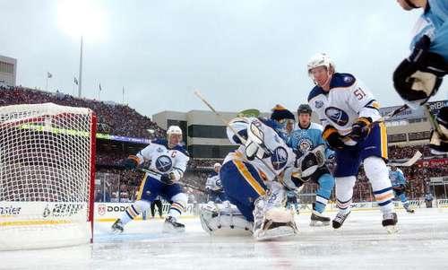 Під час матчу 'Баффало' - 'Пітсбург'. Фото: Harry How/Getty Images