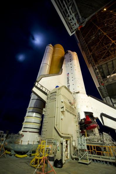 Шаттл «Атлантис» транспортируется на стартовую площадку 39А космодрома на мысе Канаверал. Фото: Bill Ingalls/NASA via Getty Images