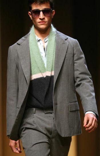 Колекція чоловічого одягу на показі мод у Будинку моди Джанні Версаче в Мілані. Фото: GIUSEPPE CACACE/AFP/Getty Images