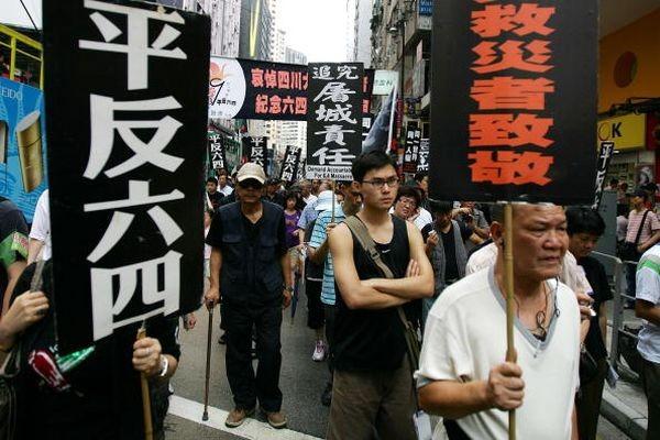 Напис на плакатах «Реабілітовувати '4 червня'«. Фото: У Ленью/The Epoch Times