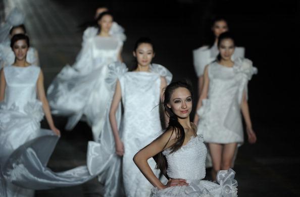 Пьер Карден (Pierr Cardin) представил свою коллекцию на неделе моды. Фото: PETER PARKS/AFP/Getty Images
