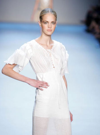 Колекція одягу сезону весна-2008 від дизайнера Зака Посена (Zac Posen) на Тижні моди Mercedes-Benz Fashion Week у Нью-Йорку. Фото: Mark Mainz/Getty Images for IMG