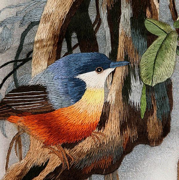 Птица, техника «произвольного стежка». Фото: mastera-forum.ru