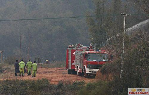 Пожарная машина тушит то, что осталось после взрыва. Фото с epochtimes.com
