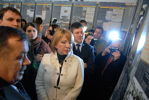 Катерина Ющенко взяла участь у відкритті документальної виставки «Народна війна» в Києві 21 січня 2010 року. Фото: Володимир Бородін / The Epoch Times